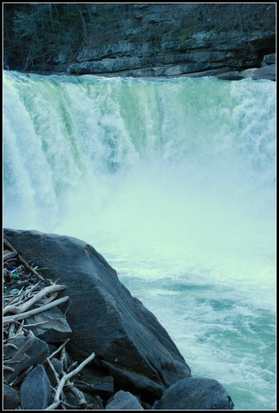 Cumberland Falls, KY: Falling In Love with the Niagara of the South! www.thatonemom.com